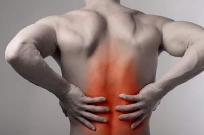Медики назвали неожиданные причины болей в спине