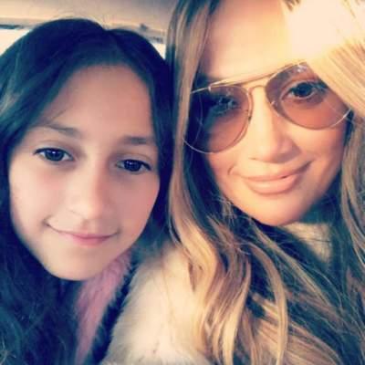 Дженифер Лопес показала снимок с своими детьми