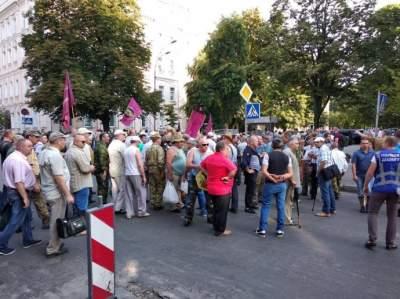 В Киеве «афганцы» перекрыли правительственный квартал