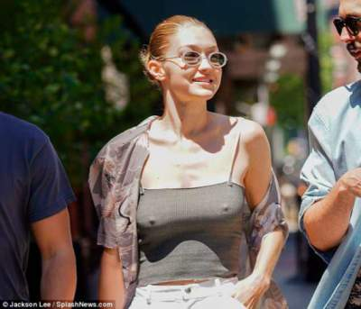 Джиджи Хадид прогулялась по Нью-Йорку без нижнего белья