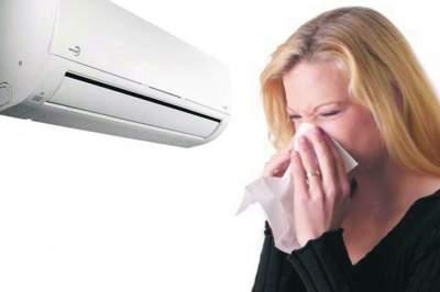 Медики рассказали, как лечить простуду летом