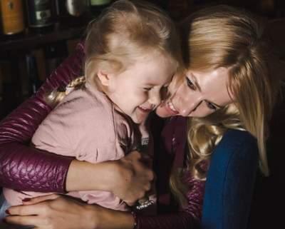 Ольга Горбачева показала архивное фото с младшей дочкой