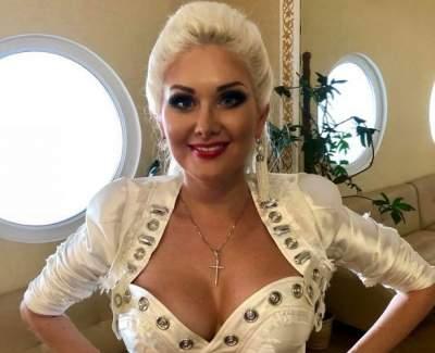 Катя Бужинская примерила эпатажный наряд