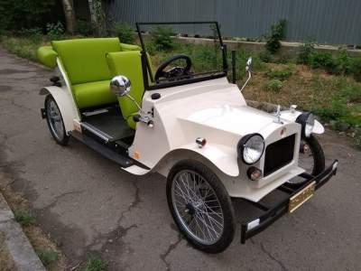 Украинец своими руками создал раритетный электромобиль