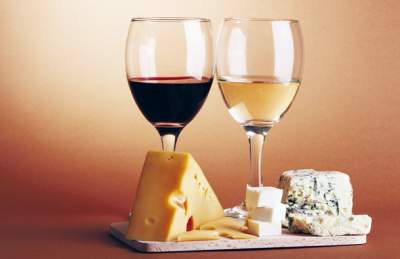 Диетологи объяснили, когда вино полезно для фигуры