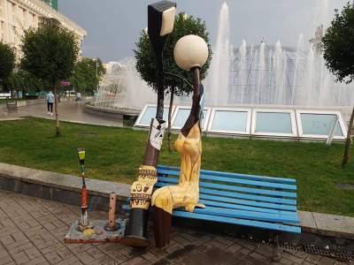 В Киеве вандалы повредили известную скульптуру