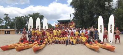 На пляжи Киев завезли песок с Багамских островов