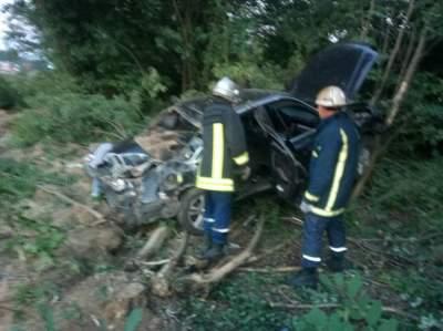 В Киевской области автомобиль врезался в дерево, есть погибший