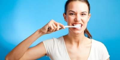 Медики объяснили, почему вредно чистить зубы сразу после завтрака