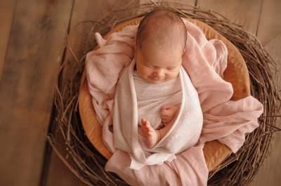 Известный телеведущий показал новорожденную дочь