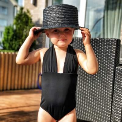 Слава из «НеАнгелов» показала фото дочери в купальнике