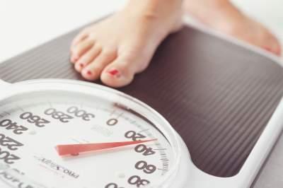 Медики рассказали, что влияет на вес человека
