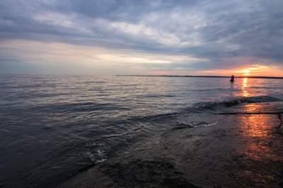 В Сети показали, как выглядит на рассвете Киевское море