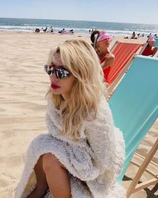 LOBODA заинтриговала необычным пляжным снимком