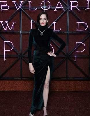 Ева Грин нарядилась в черное платье со смелым разрезом