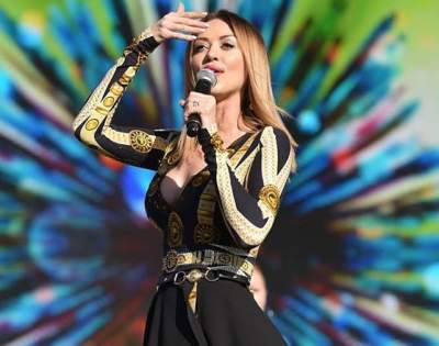 Наталья Валевская оголила спину в новом платье