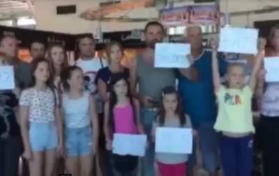 Сотни украинцев оказались заблокированы в аэропорту Албании