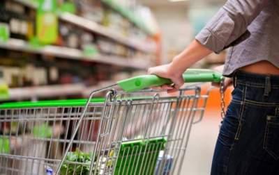 Киевлян возмутила заплесневелая «элитная» черешня из супермаркета