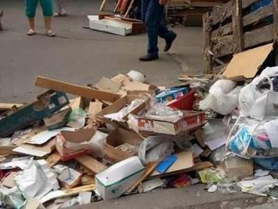 В Киеве сносят популярный рынок