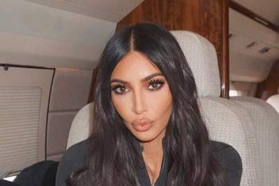 Ким Кардашян показала, как осваивает вейкбординг