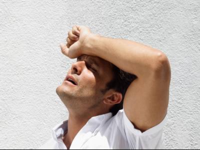 Медики объяснили, от чего может тошнить в летний период