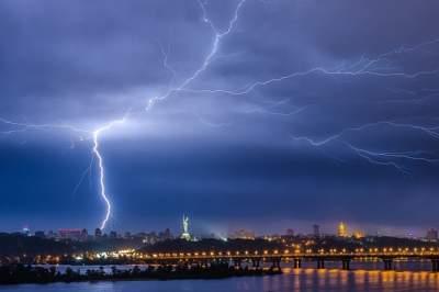 Киевлян предупредили о надвигающейся грозе