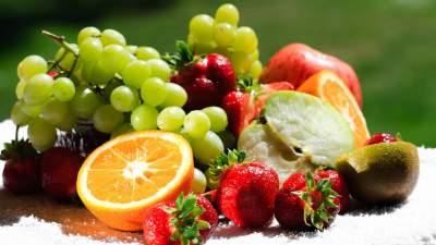 Диетологи подсказали, как правильно питаться в жару