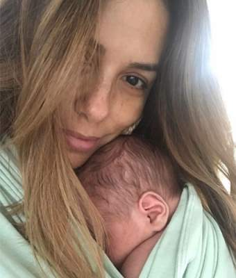 Ева Лонгория опубликовала трогательное фото с новорожденным сыном