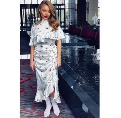 Тина Кароль порадовала стильным нарядом