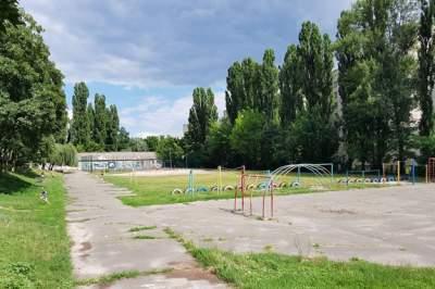 Киевлян возмутил «ремонт» стадиона, на который потратили 800 тысяч