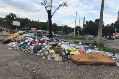 Исторический район Киева превратили в свалку