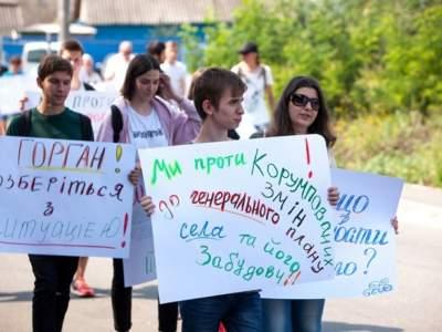Под Киевом люди перекрыли шоссе: стала известна причина