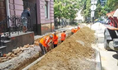 В Киеве после капитального ремонта дорог осталось 2,5 тысячи ям