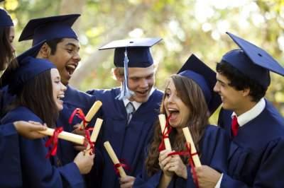 Эксперт назвал стоимость обучения за границей