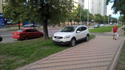 В Киеве «герою парковки» оставили оригинальное предупреждение