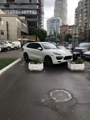 В Киеве отличился еще один «герой парковки»