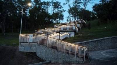 В Киеве открыли обновленную лестницу с Пейзажной аллеи