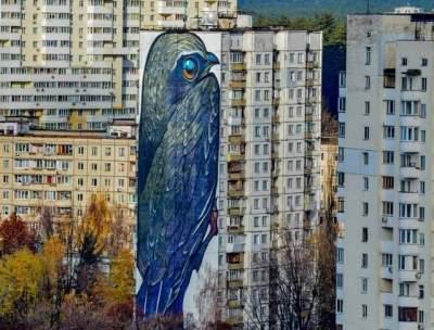 В Киеве популярный мурал испортили утеплителем