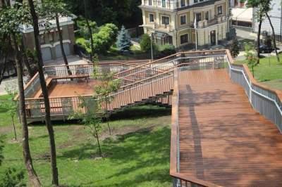 Как выглядит новая лестница, ведущая с Пейзажной Аллеи на Подол
