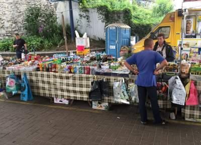 В Голосеевском районе Киева разогнали стихийный рынок