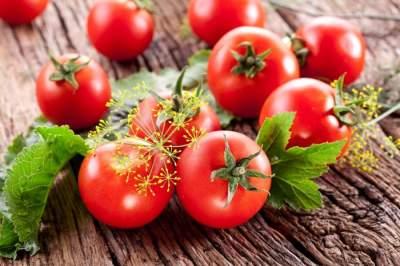 Медики рассказали, кому вредно есть помидоры