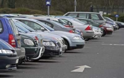 Очередная автохамка возмутила киевлян своей парковкой