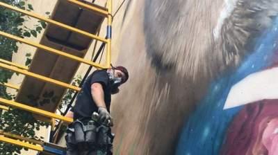 Киев украсил новый красочный мурал