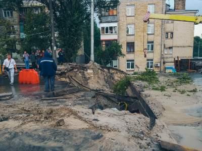 В Киеве обвалился мост