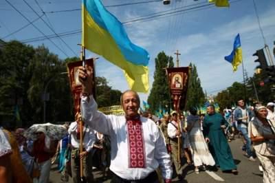 В центре Киева верующие УПЦ КП проводят Крестный ход
