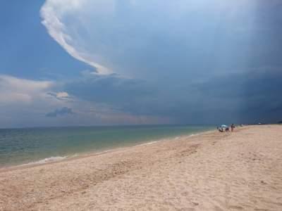 В Сети показали новые печальные фото пляжей в Крыму