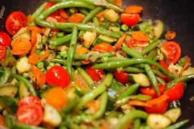 Медики рассказали, какой вред организму наносят тушеные овощи