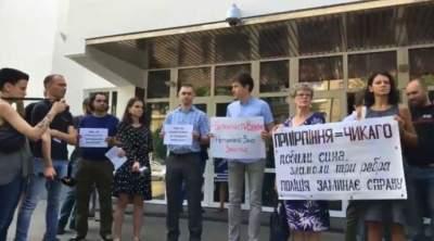 В Киеве митингующие требуют отставки Авакова