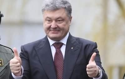 Стало известно, сколько Порошенко заработал за год