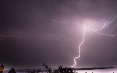 Киевлян предупредили о грозах с сильными порывами ветра